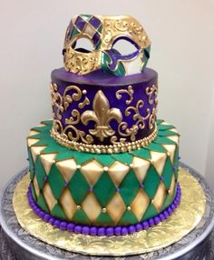 Beautiful Mardi Gras cake.