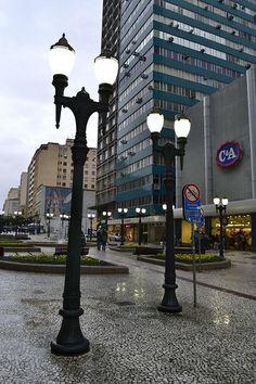 Curitiba sob as águas,  A chuva também pode criar um clima romântico e nostálgico.  Photos under and about rain in Curitiba.