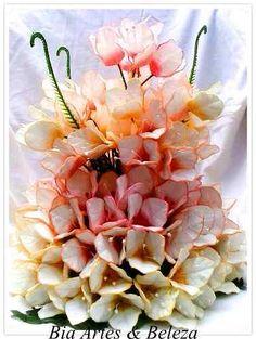 Cascata de primaveras com 130 flores em eva  Um arranjo lindo e sofisticado para decorar sua casa, escritório, casamentos e etc.  Mais informações no link abaixo.