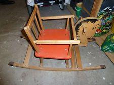 Solch ein Schaukelpferd hattest du auch, aber deines hatte noch ein schönes Sitzkissen.