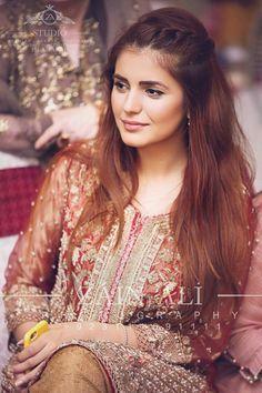 Momina in Pakistani dress Pakistani Girl, Pakistani Actress, Pakistani Dresses, Prettiest Actresses, Beautiful Actresses, Cute Celebrities, Celebs, Muslim Women Fashion, Beauty Around The World