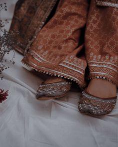 Pakistani Fashion Party Wear, Pakistani Dresses Casual, Indian Aesthetic, Aesthetic Girl, Snapchat Hack, Pakistani Culture, Beautiful Women Videos, Writing Romance, Alien Art