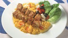 Grillspyd med svinekjøtt og salat i glass Frisk, My Glass, Cobb Salad, Risotto, Curry, Nutrition, Chicken, Cooking, Ethnic Recipes