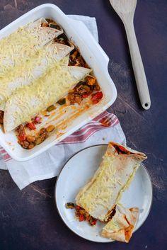 Deze wraps met gehakt en tomatensaus is een ideaal recept om restjes groenten in te verwerken. Extra lekker om een beetje geraspte kaas toe te voegne. Dutch Recipes, Wrap Recipes, Snack Recipes, A Food, Good Food, Food And Drink, Healthy Cooking, Healthy Snacks, Healthy Diners