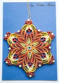 Квиллинг для начинающих quilling-life.com Quilled Paper Art, Quilling Paper Craft, Quilling Flowers, Paper Crafts, Quilling Christmas, Christmas Ornaments, Quilling Designs, Quilling Ideas, Hand Painted Dishes