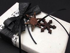 pinterest gift wrapping black and white | Black Ice . Black and White Damask . Gift Wrapping Credit with Black ...