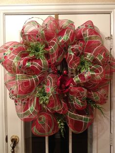 How to make a mesh wreath .. Great Tutorial !!