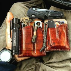 "Double Tap if you like it! carries these eye-catching leather organizers. What a smart way keep all your gear within reach. ""Quick pocket dump before we get this short week started. Edc Everyday Carry, Best Pocket Knife, Edc Knife, Edc Tools, Edc Gear, Survival Kit, Survival Gadgets, Leather Projects, Camping"