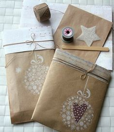 eco-friendly, simple and beautiful Christmas gift wrapping ideas Cheap Homemade Christmas Gifts-Modern Magazin Creative Gift Wrapping, Present Wrapping, Wrapping Ideas, Creative Gifts, Paper Wrapping, Homemade Christmas Gifts, Homemade Gifts, Christmas Crafts, Christmas Decorations