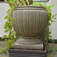 Concrete Classics - Melon planter with square base Large Concrete Planters, Chess Table, New York Style, Planter Pots, Base, Classic, Home Decor, Checkerboard Table, Derby