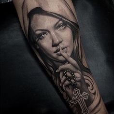 Amazing artist Jezz Cardoso from Brazil realistic Virgin Mary with cross neckless awesome portrait tattoo! Cool Forearm Tattoos, Leg Tattoos, Body Art Tattoos, Girl Tattoos, Sleeve Tattoos, Jesus Tattoo Sleeve, Tatoos, Tattoo Maria, Santas Tattoo