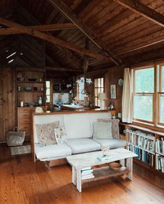 Cabin living room / home library. Cabin Design, House Design, Cabin Interior Design, Vintage Cabin, Cabin Interiors, Interior Exterior, Modern Exterior, Cabana, Cozy House