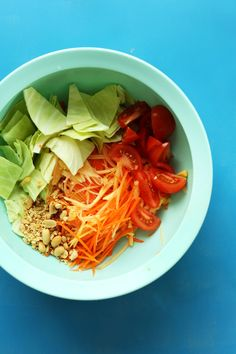 EASY Thai Papaya Salad with a zingy, spicy, sweet sauce! #vegan #glutenfree…