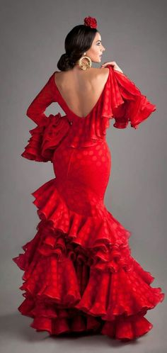 Spanish style – Mediterranean Home Decor Flamenco Costume, Dance Costumes, Spanish Dancer Costume, Spanish Fashion, Spanish Style, Spanish Gypsy, Spanish Dress Flamenco, Flamenco Dresses, Flamenco Wedding