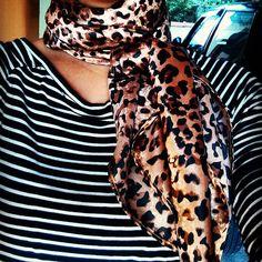 #oncinha #lencofeitoamao #handmade #echarpe #loscaracoles #estiloloscaracoles #estampas #estilo #look #style #moda #modacuritiba #curitiba #lencos #scarfs