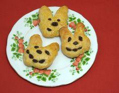 mmhhh, grinsende Osterhasen. Die sind aus Quark-Öl-Teig und ganz einfach zu machen. Das Rezept unter www.belkabelka.com/belka-bloggt/