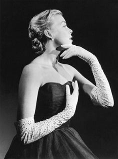 Model Jean Holland is wearing a blue tulle evening dress with white broderie anglaise gloves, July 1952. #vintage #fashion #1950s