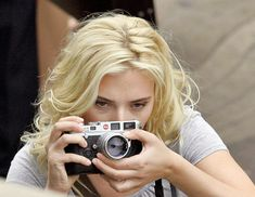"""Scarlett Johansson using her Leica M6 during filming in Spain of """"Vicky Cristina Barcelona"""" with Woody Allen, June 2007"""