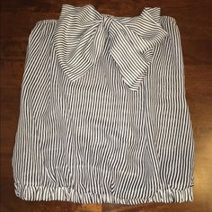 Big now B&W strapless top Big now B&W strapless top with elastic waist and can be worn as crop top Tops Crop Tops