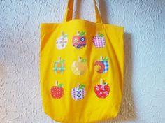 9つ並んだりんごのうち、1つだけ ポケットになっています☆|ハンドメイド、手作り、手仕事品の通販・販売・購入ならCreema。