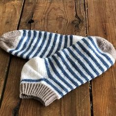 Diy Knitting Socks, Baby Knitting, Knitted Hats, Knit Socks, Knitting Projects, Knitting Patterns, Gratis Download, Knit Baby Sweaters, Textiles