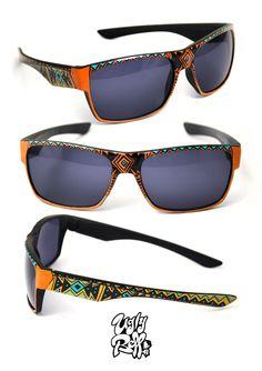 Κάθε ζευγάρι γυαλιών ηλίου Uglybell είναι μοναδικό, ζωγραφισμένο στο χέρι, με άριστης ποιότητας υλικά και έμφαση στην λεπτομέρεια. Wayfarer, Ray Bans, Hand Painted, Sunglasses, Style, Fashion, Swag, Moda, Fashion Styles