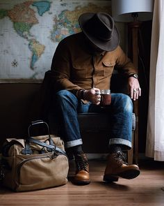 Gentleman Style 470766967297592000 - KEPLER STYLE GUIDE – You love the gentlemen style and are living it the gentlemens way? Get your free style guide. Rugged Style, Style Men, Gentleman Mode, Gentleman Style, Dapper Gentleman, Poses For Men, Male Poses, Guides De Style, Style Brut