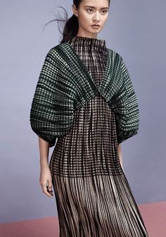 Discover recipes, home ideas, style inspiration and other ideas to try. Looks Style, My Style, Quoi Porter, Issey Miyake, Fashion Details, Couture Fashion, High Fashion, Fashion Fashion, Dress To Impress