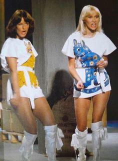 1100 x 1600 Frida Abba, Halloween Skirt, Halloween Party, Abba Mania, Idole, Popular Music, Female Singers, 70s Fashion, Brighton
