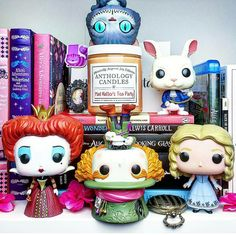 Off with there head said the queen bye said the cat and dispersed the white rabbit dug a hole and Alice fell into it so the mad hatter was left with queen and just confused her and bounced this time no one had their heads off Figurine Disney, Pop Figurine, Lewis Carroll, Funko Pop Display, Pop Disney, Funko Pop Dolls, Funk Pop, Der Computer, Pop Toys