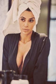 Kim Kardashian West Is Lensed By Guy Aroch In Beauty Images For Vogue Mexico October 2017 — Anne of Carversville Kim Kardashian Vogue, Estilo Kardashian, Kardashian Family, Kardashian Style, Kardashian Jenner, Kardashian Photos, Kardashian Beauty, Guy Aroch, Kylie Jenner