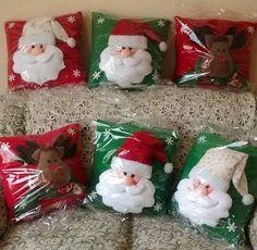 Resultado de imagen para cojines navideños Christmas Stockings, Gift Wrapping, Holiday Decor, Gifts, Home Decor, Christmas Ornaments, Throw Pillows, Feltro, Craft