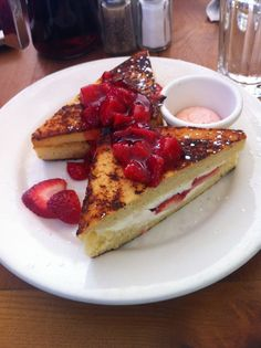 Raspberry Mascarpone Stuffed French Toast #breakfast