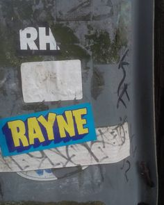#graff #graffiti #graffitiart #northvancouver #northvan #rayne #hey #metal #pole #grey #green