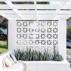 14 unique breeze block wall inspiration for housing that suit to apply as a fenc. 14 unique breeze block wall inspiration for housing that suit to apply as a Outdoor Decor, Home, Outdoor Spaces, House Exterior, Exterior Design, Beautiful Homes, Inspiration Wall, Breeze Blocks, Breeze Block Wall