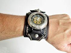 Steampunk+vreckové+/+náramkové+hodinky+Náramok+je+vyrobený+z+pravej+kože+(+zákazková+výroba+)+Farba:+hnedá+Šírka:+6+cm+Hodinky+PACIFISTOR+-+mechanické+(+naťahovacie+)+bez+baterky+Vyrobím+podľa+požiadavky.+Potrebujem+Váš+obvod+zápästia.+Hodinky+vyrobím+podľa+požiadavky+tak+aby+sedeli+na+vašu+ruku.+Pred+kúpou+mi+napíšte+správu+a+všetko+upresníme