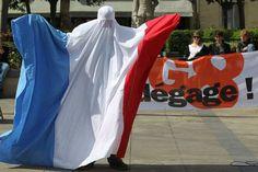 Le 15 juin 2011, le slameur caennais Yohan Leforestier, alias Yo du Milieu, est interpellé à l'issue d'une manifestation parce qu'il portait une burqa bleu-blanc-rouge. Il interprétait le personnage de Nadine Amouk «porte-parole des musulmans, transsexuels et patriotes de France» dans le cadre d'un spectacle de rue visant à «dénoncer la loi sur le voile intégral comme une incitation à la xénophobie». Poursuivi pour outrage au drapeau, il a été relaxé.