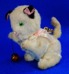 RARE Vintage Wind Up Furry Kitten with Ball on String Made in Japan Cat   RD10072  Go back to Tin Can Alley - FOR SALE: http://www.bagtheweb.com/b/PBdAfQ