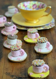 Tea Party Marshmallow Treats--mini marshmallows, gumpaste handles and saucer. frosting and sprinkles. Café Chocolate, Chocolate Buttons, Chocolate Truffles, Chocolate Brownies, Chocolate Covered, Do It Yourself Food, Princess Tea Party, Princess Wedding, Marshmallow Treats