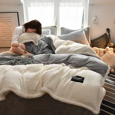 Pcs AB Sided Thicken Corduroy Velvety Winter Bedding Set Full Queen King Size Duvet Cover is hot sale on Newchic with discounts. Winter Bedding, Winter Quilts, Velvet Bedding Sets, Duvet Sets, Flannel Quilts, Flannel Blanket, King Size Duvet Covers, Indie Room, My New Room