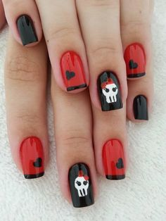 89 Most Fabulous Valentine's Day Nail Art Designs Punk nails with red and black hearts Skull Nail Art, Skull Nails, Emo Nail Art, Nail Art Designs 2016, Cool Nail Designs, Halloween Nail Designs, Halloween Nail Art, Pretty Halloween, Love Nails