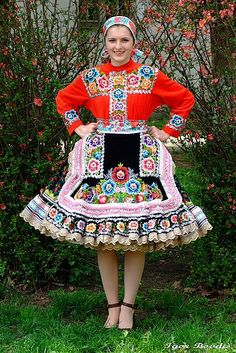 Such an incredibly beautiful floral embroidered folk costume. #Kasmerinka #traditional #costume #clothing #folk #dress #travel #woman