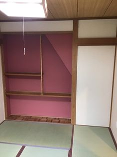 和室の床の間部分にレッド系のアクセントクロスをはりました。 シンコール製です。 #アクセントクロス#シンコール#レッド系#塗り調#和室 Shelves, Room, Furniture, Home Decor, Bedroom, Shelving, Decoration Home, Room Decor, Shelving Units