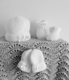 NEIGE... Layette Bonnet, chaussons et moufles blanc naissance à 3 mois : Mode Bébé par danielainetricots