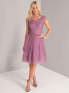 Chi Chi Purple Dresses Chi Chi Kaleen Dress Chi Chi London : Material : Polyamide , Chi Chi Dresses Outlet, Concealed Zip Fastening at Back of Dress. Midi Dress With Sleeves, Lace Midi Dress, Chi Chi, Night Looks, Purple Dress, Catwalk, Fashion Dresses, Formal Dresses, Women