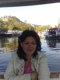 Anadolu Hisarı, Göksu deresi yanında keyifli bir bahar günü. Boğaz köprüsünden Kanlıca' ya yürürken mola vermiştik :)