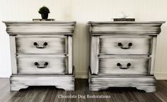 White with black nightstands These gorgeous nightstands were refinished with Snowbound and Black powder glaze. I love how they turned out! White Distressed Furniture, Black And White Furniture, White Washed Furniture, Chalk Paint Furniture, Diy Furniture Projects, Black Furniture, Bedrooms With White Furniture, Chalk Paint Dresser, White Chalk Paint