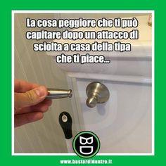 La cosa peggiore a casa di una ragazza... #bastardidentro #bagno #maniglia #ipnoticamentebastardidentro www.bastardidentro.it