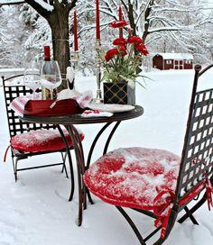 в день Святого Валентина устройте для любимого человека романтический ужин на свежем воздухе, посмотрите красивую сервировку в деталях