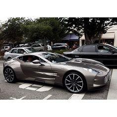 Aston Martin One 77 ... mon prochain cadeau de milliardaire.